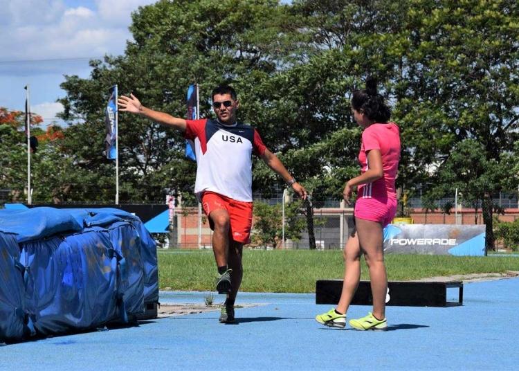 Reiley trabaja con un grupo de atletas de alto rendimiento con miras a los próximos Juegos Bolivarianos.